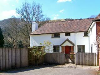 GARDENER'S COTTAGE, near to river, ideal for fishing, pet-friendly in Llanwrthwl Ref 22182 - Llanwrthwl vacation rentals