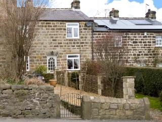 7 SCARAH BANK COTTAGES, countryside location, open fire, garden, in Ripley, Ref 22243 - Ripley vacation rentals