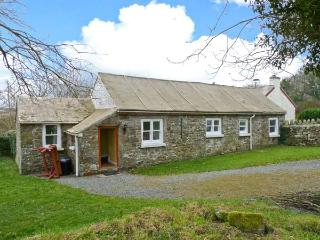 THE GRANARY, single-storey cottage, open plan living area, counryside views, near Little Haven, Ref 23758 - Little Haven vacation rentals
