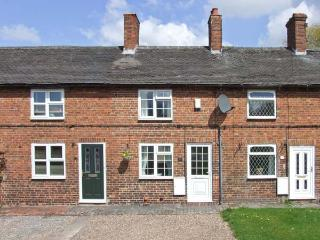MILL WHEEL COTTAGE, woodburner, courtyard, touring base, Hartshorne Ref 23982 - Derbyshire vacation rentals