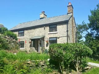 THE COTTAGE, cosy pet-friendly cottage with woodburner, WiFi and country views near Glossop Ref 15706 - Glossop vacation rentals