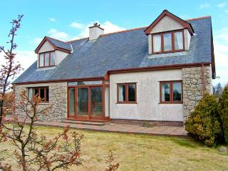 CAE GLAS, woodburner, lawned garden, table tennis, rural location, in Llangefni, Ref 22105 - Island of Anglesey vacation rentals