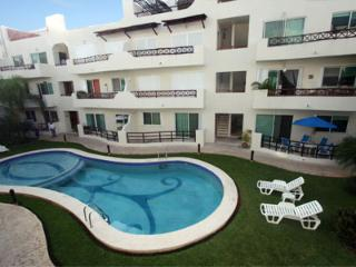 Pool Side Condo with Private Patio- Luna Enamorada - Playa del Carmen vacation rentals