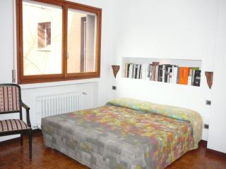 Bright room with luxury bathroom near metro station - Milan vacation rentals