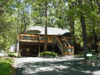 2 BR / 1 BA Bungalow Near Twain Harte Lake! - Twain Harte vacation rentals