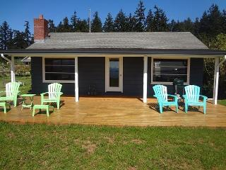 Beachfront Mutiny Bay cabin just steps from the sand and water - Whidbey Island vacation rentals