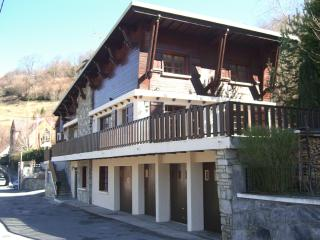 Beautifully Traditional Pyrenean ski chalet x 3 - Saint-Lary-Soulan vacation rentals