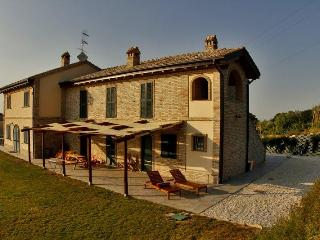 Apartment BOUGANVILLE and Room Margherita - Marche vacation rentals