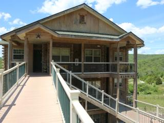 Branson condo on the Top floor & walk-in w/Pool and close to Silver Dollar City (33-6) - Branson vacation rentals