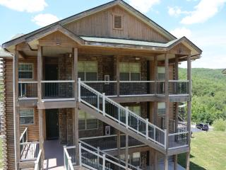 Top unit, Fireplace, Pool, Hot tub and next to Silver Dollar City (32-6) - Branson vacation rentals