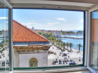 Centrally located penthouse with stunning view - Split vacation rentals