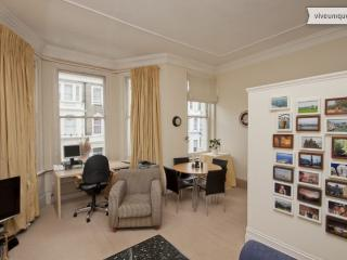 Chelsea 1 bed with balcony, Westgate Tce, Kensington & Chelsea - London vacation rentals