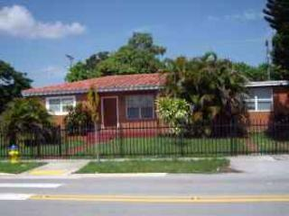 house exterior - 5/2 Furnished House Close To Mall Bus3miles Ocean - North Miami Beach - rentals
