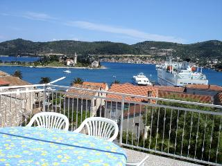 4 people Apt in the old town center - Vis vacation rentals