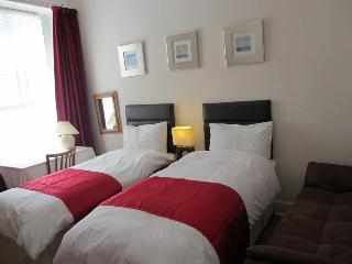 3 bedrooms apartment St Mary's street Apartment Royal Mile City centre upto 9 people - Edinburgh vacation rentals