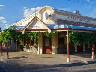 BROKEN HILL CALEDONIAN BED & BREAKFAST - Broken Hill vacation rentals