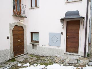 Italian Lakes 3 bedroom apartment. Lake views. - Lake Maggiore vacation rentals