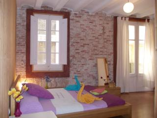 CENTRAL GREAT BARCELONA APARTMENT FOR 5 PEOPLE - Barcelona vacation rentals