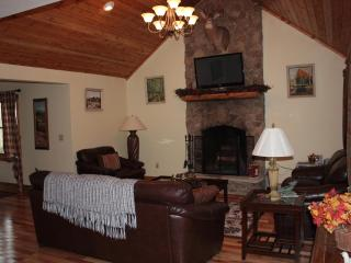 Quiet Cul de Sac , Very close to town - Highlands vacation rentals