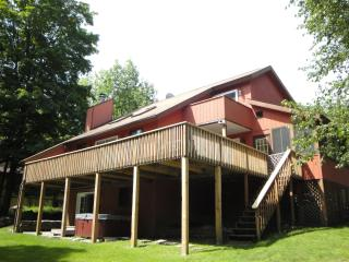 Walk to Lake, Beach, Pool, Tennis; Pool Table, BBQ - Poconos vacation rentals