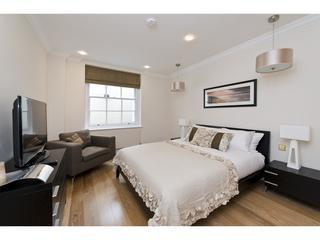 Master bedroom  - Mayfair luxury 2 bed 2 bath apartment - London - rentals