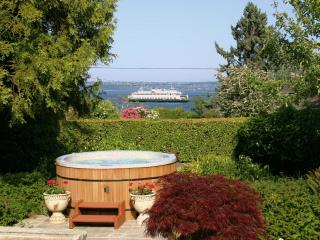 Bryn Hyfryd- Historic Welsh / Hot Tub & Sea Views! - Port Orchard vacation rentals