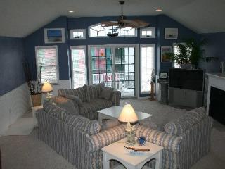North Wildwood 2 BLOCKS to BEACH Top Middle Unit - North Wildwood vacation rentals