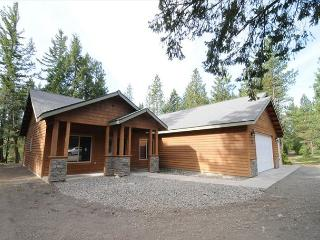 Private Cabin w/  Postcard Setting! 3BR / 2BA, Hot Tub* Summer Pool* Slps 8 - Cle Elum vacation rentals