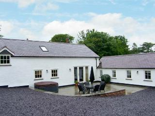 NANT YR HENDRE, hot tub, beautiful views, woodburner, near Ruthin, Ref 19626 - Ruthin vacation rentals