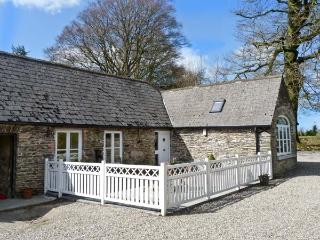 ROSEMOUNT COACH HOUSE, multi-fuel stove, great family cottage, ground floor accommodation, near Enniscorthy, Ref 24731 - Northern Ireland vacation rentals