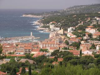 First Class Condo Gorgeous Ocean View in Provence - Cassis vacation rentals