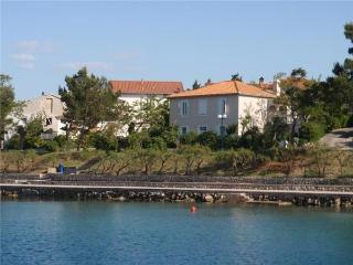 Apartment for 5 persons near the beach in Krk - Silo vacation rentals