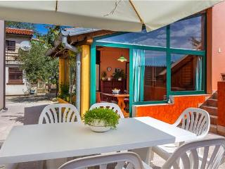Newly renovated holiday house for 14 persons in Pula - Pula vacation rentals