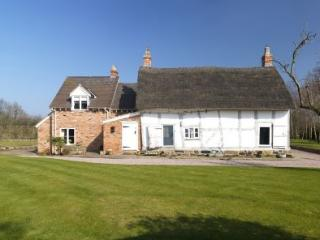 BRASSEYS CONTRACT COTTAGE, Edge, Cheshire - North West England vacation rentals