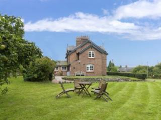 CARDEN GREEN COTTAGE, Edge, Cheshire - North West England vacation rentals