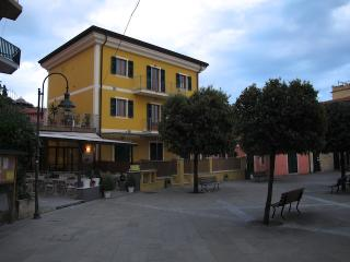 Creuza de ma - Apartments in Tellaro main square - La Spezia vacation rentals