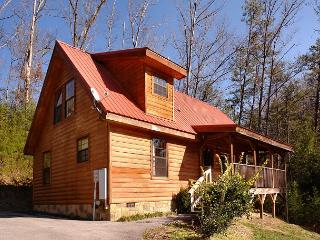 Gorgeous Semi-Private Two Bedroom Cabin Located Behind Dollywood with Hot Tub - Sevierville vacation rentals