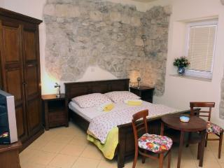 Apartments Nađa - 36221-A1 - Makarska vacation rentals