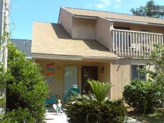 Grampa Jack's Beach House HOT TUB Students/Pets Welcome! - Myrtle Beach vacation rentals