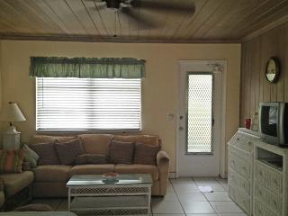 Studio 1 block to Beach and Atlantic Ave - Delray Beach vacation rentals