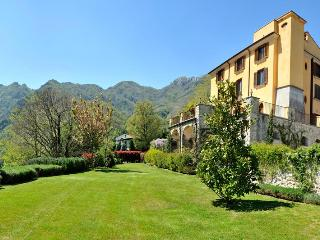 Wonderful B&B in ancient villa w/ enchanting garden close Amalfi Coast - Cava De' Tirreni vacation rentals