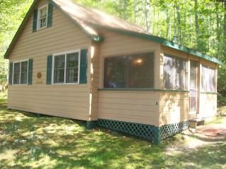 Peaceful family friendly lakeside cottage for rent - Leeds vacation rentals