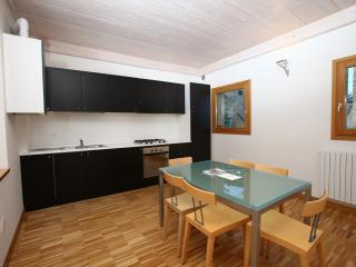 Apartment Mimosa, sea 10 km, 4-5 people, access to Castle swimming-pool and park - Marche vacation rentals