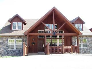 Wilderness Lodge : 4 Bedroom, 4 Bath Stonebridge Golf Resort Cabin - Branson vacation rentals
