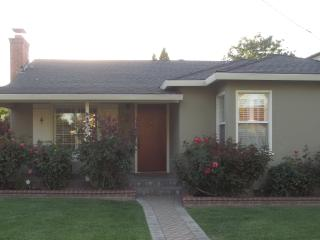 Rose covered Mountain View Home - Mountain View vacation rentals