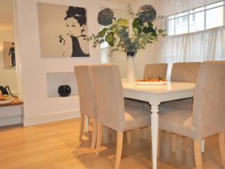 LUXURY! DUPLEX TOWNHOUSE, CHELSEA/Knightsbridge, 2BED - London vacation rentals