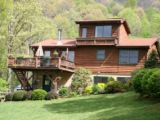 Hideaway Creek Haven - Delightful mountain family escape, rushing creek, picnic table and fire pit - Clyde vacation rentals