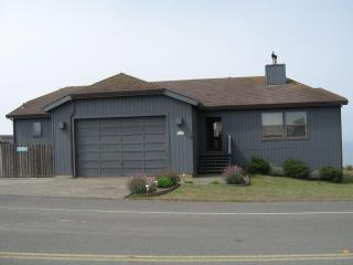 'The Pirates Cove'  Great for Families, Sleeps 10, Hot Tub - Dillon Beach vacation rentals