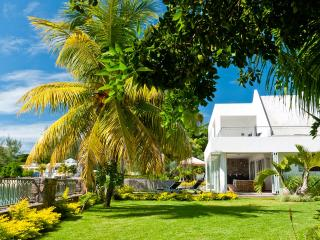 4BR Garden villa on Pereybere Bay with chef/pool/maid - Pamplemousses vacation rentals