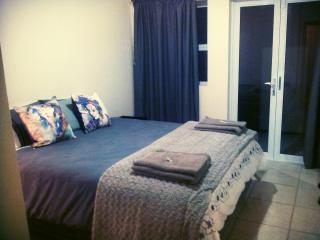 Knysna Central - Modern apartment - Knysna vacation rentals